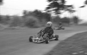カートサーキットを走るの写真素材 [FYI04271942]