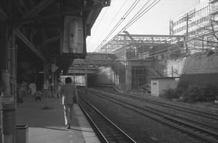 駅舎工事の中央線信濃町駅の写真素材 [FYI04272001]