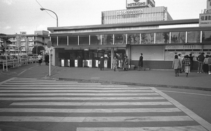 駅舎工事の中央線信濃町駅の写真素材 [FYI04272009]