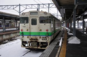 鉄道 JR北海道 江差線・函館駅にてキハ40の写真素材 [FYI04272088]