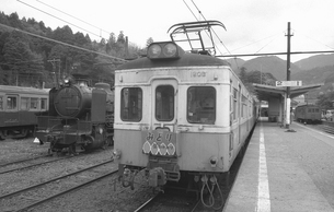 鉄道 私鉄・大井川鉄道1900形電車と9600形蒸気機関車の写真素材 [FYI04273155]