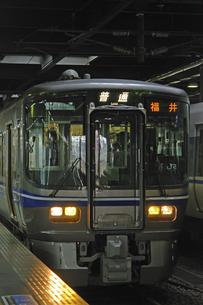 鉄道 JR西日本・北陸本線金沢駅 521系電車の写真素材 [FYI04273304]