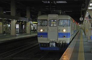鉄道 JR西日本・北陸本線金沢駅 413系電車の写真素材 [FYI04273305]