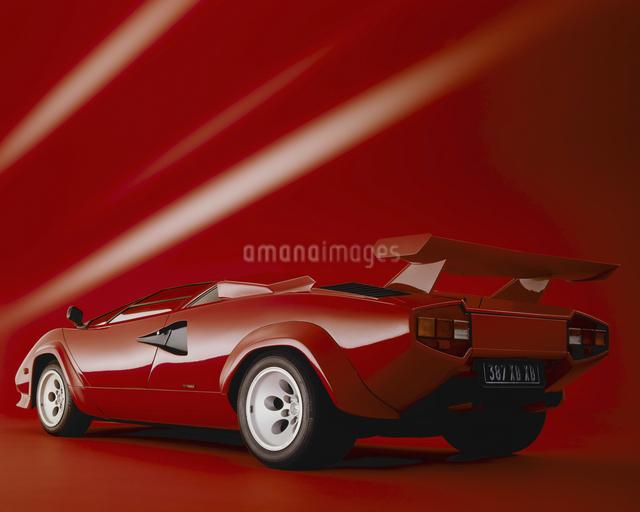赤いホリゾントで赤いスパーカーの写真素材 [FYI04273425]