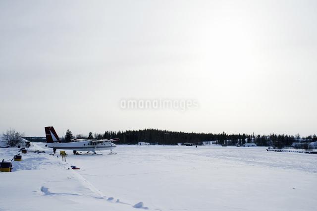 雪上飛行機の写真素材 [FYI04273551]