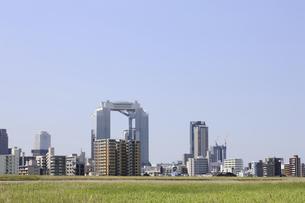 淀川河川敷からみる大阪の写真素材 [FYI04274422]