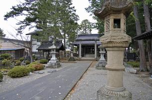 晩秋の米沢・松岬神社の写真素材 [FYI04275175]
