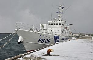 厳寒の江差・巡視船かむいの写真素材 [FYI04276941]
