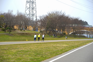 ジョギングする人々のイラスト素材 [FYI04278692]