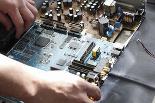 家電製品の出張修理の写真素材 [FYI04279060]