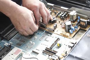 家電製品の出張修理の写真素材 [FYI04279064]