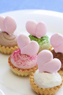 ハートのカップケーキの写真素材 [FYI04279687]