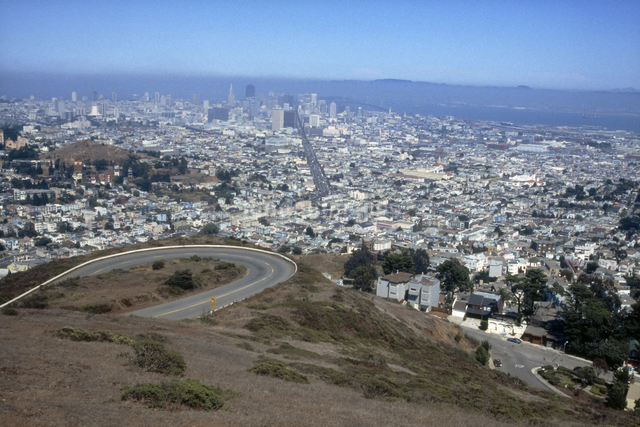 丘の上からサンフランシスコを見下ろすの写真素材 [FYI04279778]