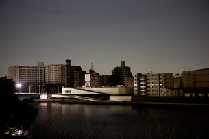 東北地方太平洋沖地震の影響で計画停電した街並みの写真素材 [FYI04280772]