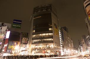 節電でネオンが消えた渋谷の写真素材 [FYI04280833]