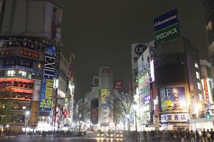 節電でネオンが消えた渋谷の写真素材 [FYI04280834]