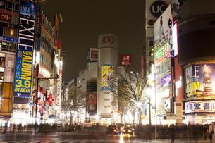 節電でネオンが消えた渋谷の写真素材 [FYI04280844]