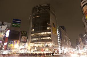 節電でネオンが消えた渋谷の写真素材 [FYI04280845]