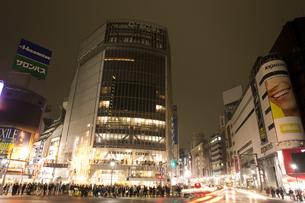 節電でネオンが消えた渋谷の写真素材 [FYI04280846]