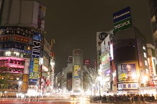 節電でネオンが消えた渋谷の写真素材 [FYI04280847]