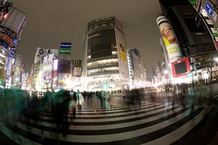 節電でネオンが消えた渋谷の写真素材 [FYI04280848]