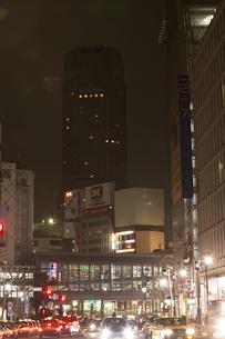節電でネオンが消えた渋谷の写真素材 [FYI04280853]