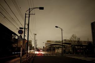計画停電で明かりの消えた街の写真素材 [FYI04280857]
