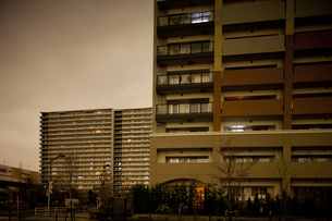 計画停電で明かりの消えた街の写真素材 [FYI04280858]