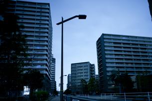 計画停電で明かりの消えた街の写真素材 [FYI04280859]