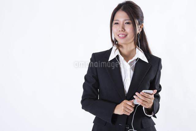 スーツを着た女性の写真素材 [FYI04281610]
