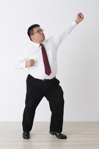 スーツを着た男性の写真素材 [FYI04281719]