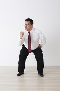 スーツを着た男性の写真素材 [FYI04281722]