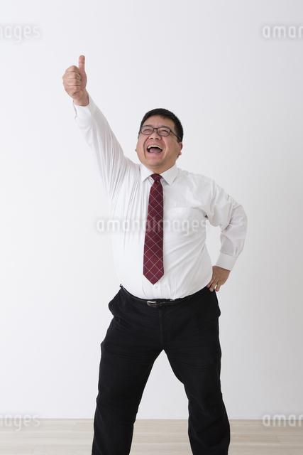 スーツを着た男性の写真素材 [FYI04281726]