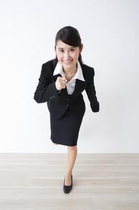 スーツを着た女性の写真素材 [FYI04281767]