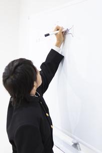 絵しりとりをする中学生の写真素材 [FYI04282736]