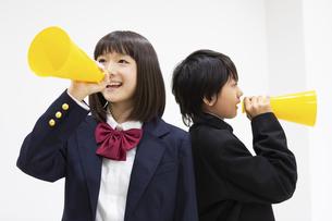 応援する中学生の写真素材 [FYI04282743]