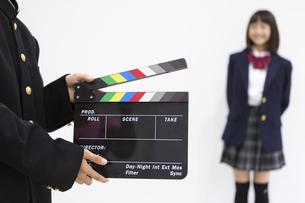 撮影する中学生の写真素材 [FYI04282758]