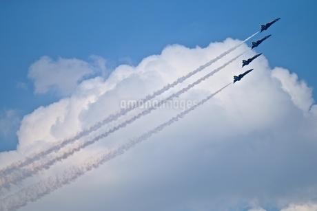 上昇 飛行機の写真素材 [FYI04283299]
