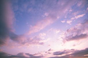 夕焼け空と雲の写真素材 [FYI04283572]
