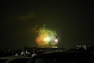 色とりどりの花火の写真素材 [FYI04283744]