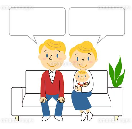 ソファーに座っている3人家族 イラストのイラスト素材 [FYI04283974]