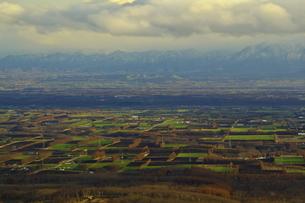 扇ヶ原展望台から見た十勝平野と日高山脈の写真素材 [FYI04284364]