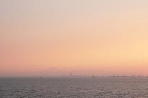夕暮れの海ほたるの写真素材 [FYI04284641]