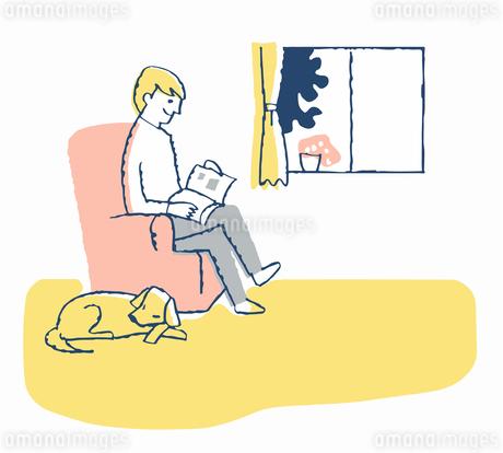 リビングでくつろぐ男性と犬のイラスト素材 [FYI04284948]