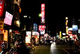 台湾 台北 南京復興 夜市の写真素材 [FYI04286160]