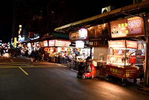 台湾 台北 南京復興 夜市の写真素材 [FYI04286162]
