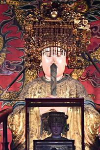 台湾 台北Taipei 龍山寺 ロンシャンスー 神様 仏像の写真素材 [FYI04286178]