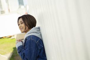 笑顔の20代女性の写真素材 [FYI04286690]