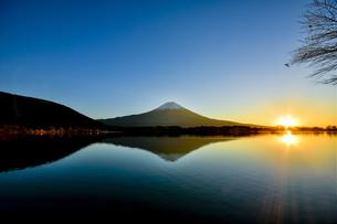 田貫湖と富士山 日本 静岡県 富士宮市の写真素材 [FYI04287016]