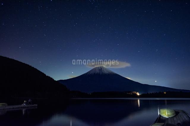 田貫湖と富士山 日本 静岡県 富士宮市の写真素材 [FYI04287018]